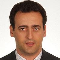 ערן פייזר - בוגר MBA 2008) INSEAD). ערן הוא בעל תואר ראשון בהנדסת חשמל מהמכון הישראלי לטכנולוגיה