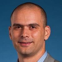 Rotem Yossef - רותם יוסף - בוגר MBA) Ross). במהלך לימודיו היה מעורב רבות בפעילויות עם מועמדים וסייע לרבים מחבריו ללימודים בעריכת קורות החיים והכנה לראיונות העבודה