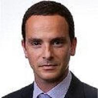 אריאל דוידסון - בוגר MBA) INSEAD). אריאל הוא יזם בתחום השיווק והשירותים הפיננסיים, ובעבר הקים ומכר שתי חברות. לאחר שירות צבאי ביחידה מובחרת, הקים אריאל בארה''ב את חברת A.G.A.S. Manufacturing Group לייצור דגלים, ולאחר כמה שנים הקים את חברת ViFirst בתחום השירותים הפיננסיים
